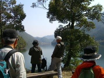 大原湖を眺める