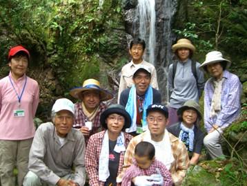 第二の滝の前で記念撮影