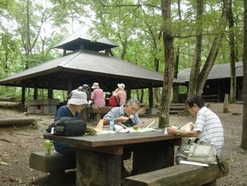 野外炊飯場でゆっくりお昼